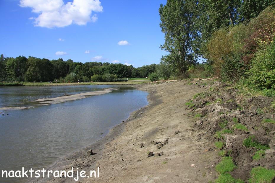 Naaktstrandje wilhelminapark in rijswijk foto 39 39 s - Poel van blanco hoek ...